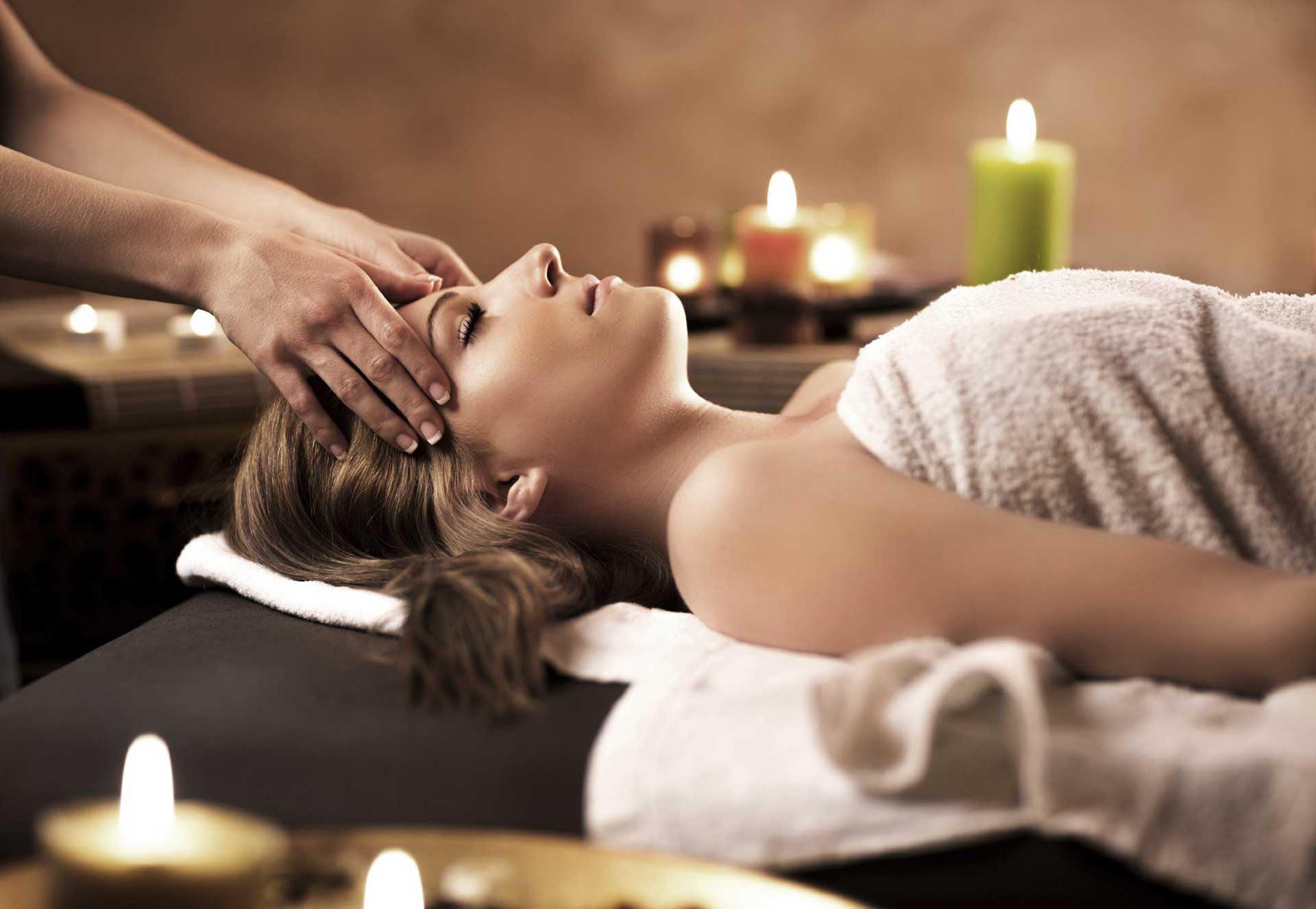 massage thérapeutique bien-être bruxelles relaxant énergisant massages huile chaude hammam detox ayurveda réflexologie art thérapie cours